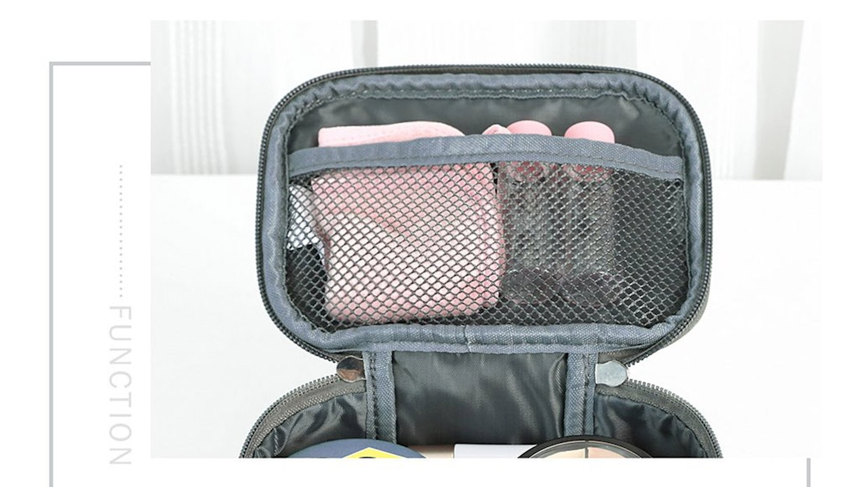 Kosmetika çantası Miniso Marvel hand bag